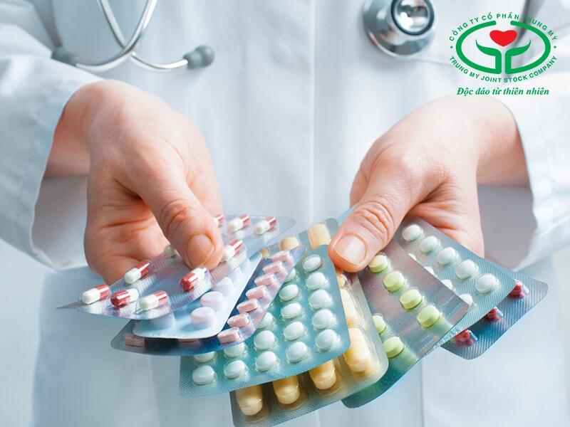 Cần tham khảo ý kiến bác sỹ trước khi dùng thuốc trị ra mồ hôi nhiều